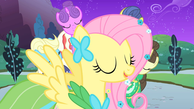 File:Fluttershy in front of Twilight S1E26.png