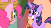Twilight with a big grin S1E25.png