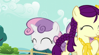 Boysenberry with her balloon giraffe; Sweetie Belle comes up S5E19