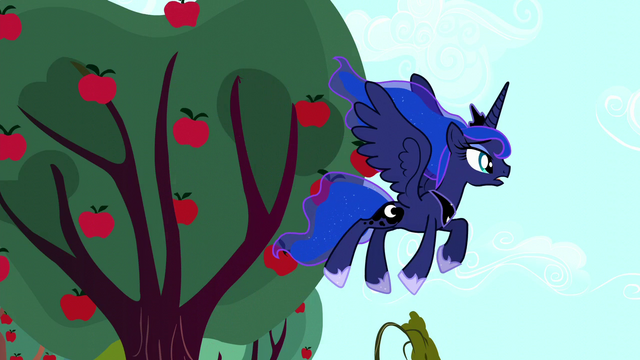 File:Luna looks around for the Tantabus S5E13.png