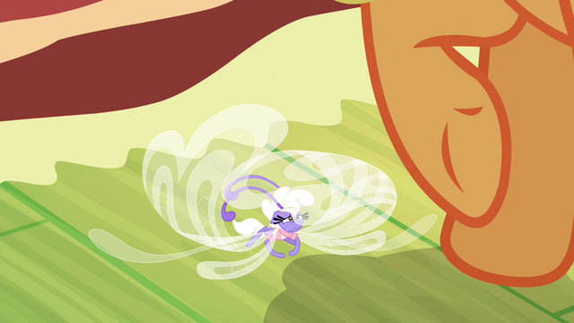 File:Breezie trembling under Applejack S4E16.png