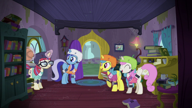 File:Moon Dancer joins her friends for a game S5E12.png
