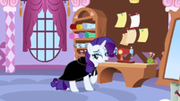 Rarity wearing a dark cloak S1E20