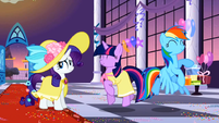 Twilight and Rainbow having fun S2E09