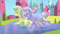 Spike being carried away by royal guards S4E24