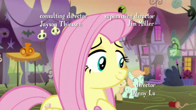 File:Fluttershy smiling at foals S5E21.png
