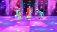 Club ponies disappointed S6E9