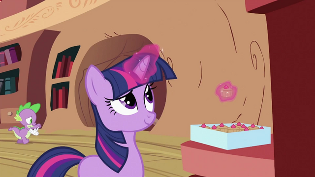 File:Twilight Sparkle with cupcakes S2E03.png