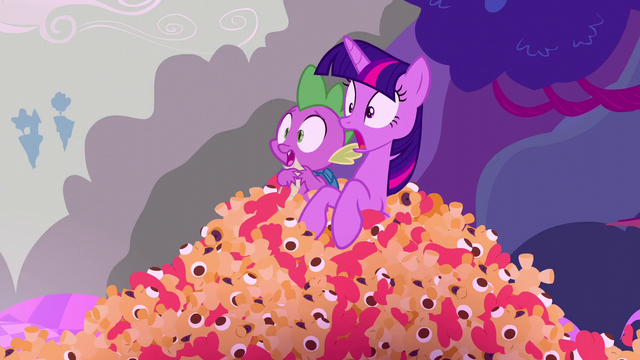 File:Twilight and Spike shocked at what they're seeing S5E26.png
