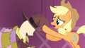 Applejack hand here S3E13.png