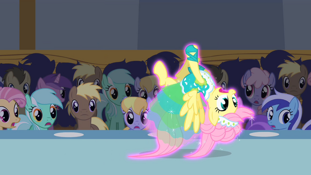 File:Upside down Fluttershy S1E20.png