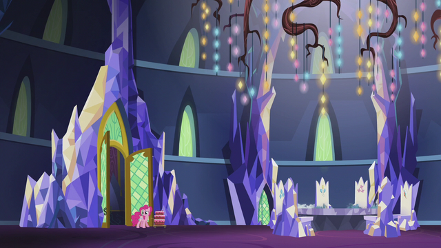 File:Pinkie notices the throne room is empty S5E25.png