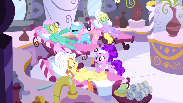 File:Ponies at the spa S4E14.png