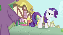 Rarity looking at Spike slyly S4E23