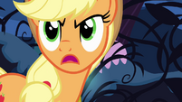 Applejack talks to the vines S4E02
