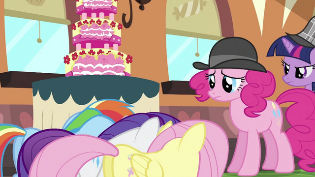 File:Pinkie with Fluttershy, Rarity and Rainbow S2E24.png