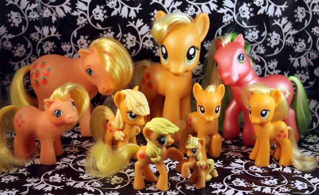 File:Applejack toys by pullip junk.jpg
