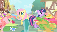 Twilight & Fluttershy flash mobbed S1E20
