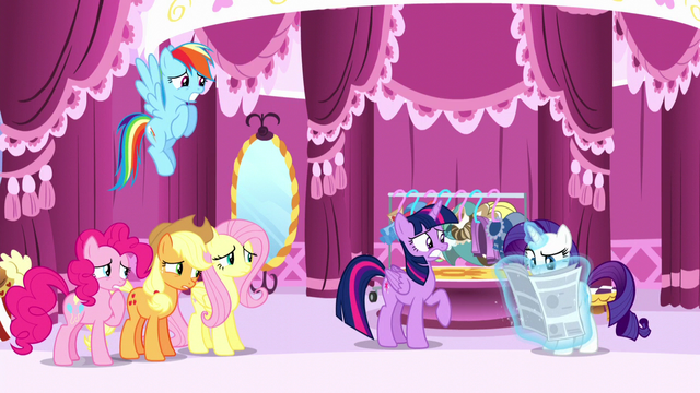 File:Rarity's friends looking worried of Rarity about to read the article S6E9.png