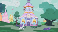Rarity racing to Carousel Boutique S1E10