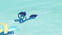 Soarin sees Rainbow break formation S6E7