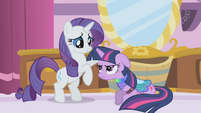 Rarity making Twilight try on clothes S1E3