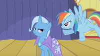 Rainbow Dash challenges Trixie S1E06