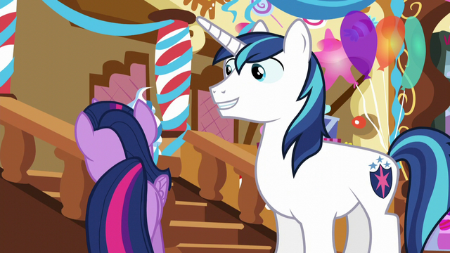 File:Twilight looking for something S5E19.png