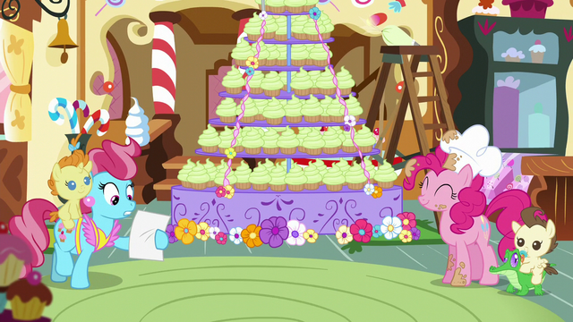 File:Mrs. Cake comes in S5E19.png