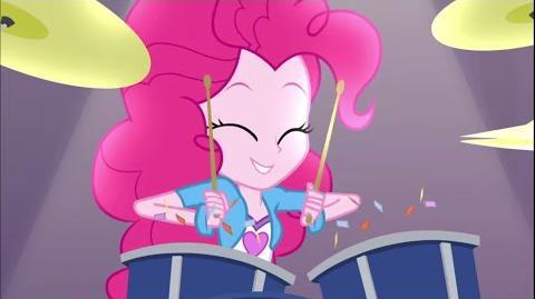 -Romanian- Equestria Girls Rainbow Rocks - Shake Your Tail -HD-