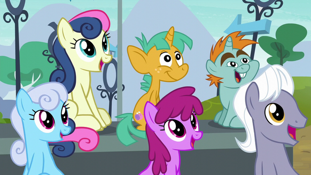 File:Ponies looking to the sky S6E7.png
