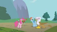 Gilda sees Pinkie Pie S1E05