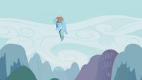 Rainbow banging her chest S01E10