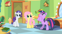 Twilight puts 2 hooves in it S1E20