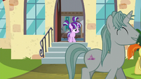 Filly Starlight watches Sunburst's parade walk away S6E1