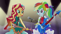 """Sunset and Rainbow sing """"you can be a hero"""" EG4"""