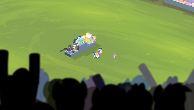 File:Stadium crowd cheering for Spike to sing S4E24.png