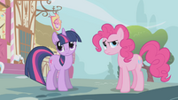 Twilight and Pinkie puzzled S1E03