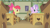 Apple Bloom drops note S1E12