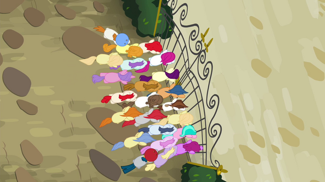 File:Foals pushing at the gate S4E15.png
