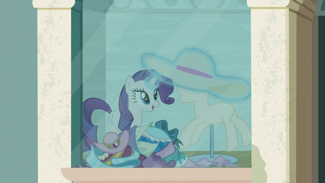 File:Rarity puts a new hat on the mannequin S6E9.png