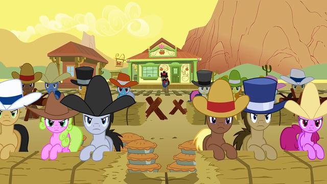 File:Appleloosa Preparing For Battle S1E21.png