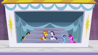 Rarity looking suspicious S5E15