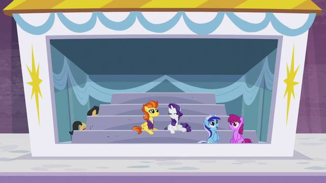 File:Rarity looking suspicious S5E15.png
