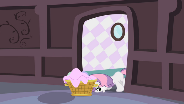 File:Sweetie Belle pushing basket S2E05.png