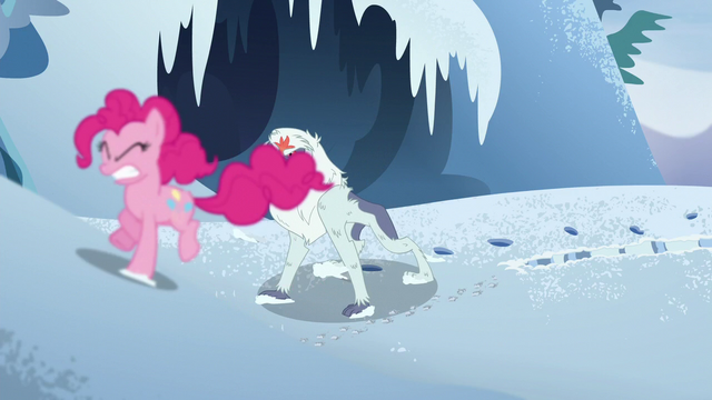 File:Pinkie runs away from monster S5E11.png