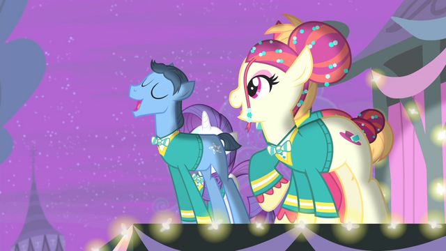 File:Ponytones 'On every corner there's a rhythm playing' S4E14.png