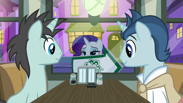 File:Rarity holding up an arrow sign S6E12.png