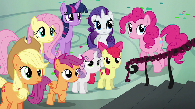 File:Rainbow's friends staring at her S6E7.png