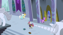 Moon Dancer leaving the Canterlot library S5E12